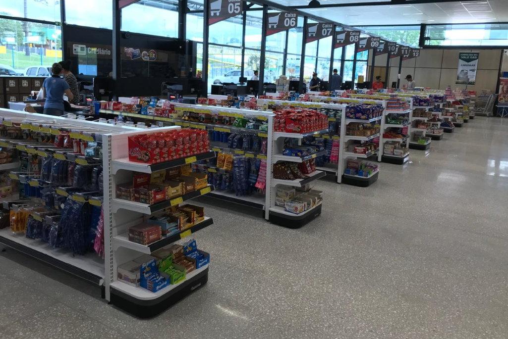 gondolas e expositores para Supermercados, Papelarias, Lojas de Departamentos, Utilidades, Brinquedos e Informática